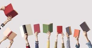 Las manos de los libros del control de la gente Foto de archivo libre de regalías