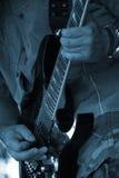 Las manos del guitarrista Fotos de archivo
