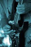 Las manos del guitarrista Imagenes de archivo