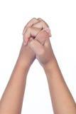 Las manos del ` s del niño doblaron juntas en rezo Imagenes de archivo