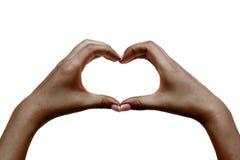 Las manos femeninas africanas muestran el corazón en el fondo blanco Imágenes de archivo libres de regalías