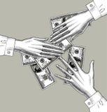 Las manos femeninas dividen el dinero en 100 dólares de billetes de banco imagen de archivo