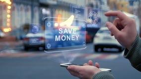 Las manos femeninas obran recíprocamente holograma de HUD ahorran el dinero almacen de metraje de vídeo
