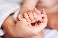 Las manos miman e hijo Foto de archivo libre de regalías