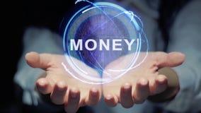 Las manos muestran el dinero redondo del holograma metrajes