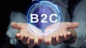 Las manos muestran el holograma redondo B2C almacen de metraje de vídeo