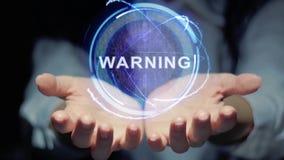 Las manos muestran la advertencia redonda del holograma almacen de metraje de vídeo