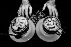 Las manos que alimentan Fotos de archivo libres de regalías