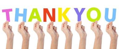 Las manos que muestran palabra colorida le agradecen Fotografía de archivo libre de regalías