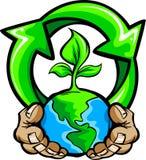 Las manos que sostienen la tierra del planeta con reciclan símbolo Fotografía de archivo