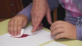 Las manos se hacen de materiales naturales Fotos de archivo libres de regalías