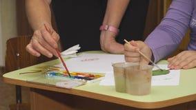 Las manos se hacen de materiales naturales Imágenes de archivo libres de regalías
