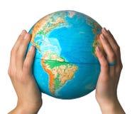 Las manos sostienen el globo Fotografía de archivo libre de regalías