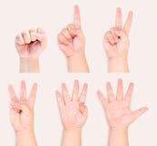 Las manos y los dedos firman gesto del símbolo a partir de la cero a Imagen de archivo