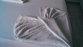 Las mantas puestas en la habitación almacen de metraje de vídeo