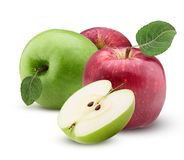 Las manzanas rojas y verdes una cortaron por la mitad con la hoja con descensos del agua Fotografía de archivo libre de regalías