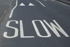 Las marcas de la seguridad en carretera - redúzcase Imagenes de archivo