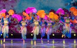 Las mariposas son danza popular danza-china del Libre-fan de la nacionalidad de Han Foto de archivo