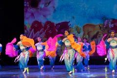Las mariposas son danza popular danza-china del Libre-fan de la nacionalidad de Han Imágenes de archivo libres de regalías