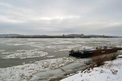 Las masas de hielo flotante bloquearon el Danubio Imagen de archivo libre de regalías