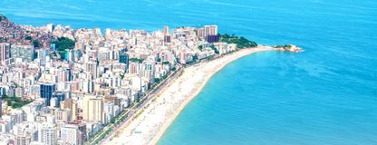 Las mejores playas de Río con agua de la turquesa: playa famosa de Copacabana, playa de Ipanema, Barra da Tijuca Beach en Rio de  fotos de archivo