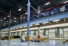 Las mercancías industriales están en el almacén grande Foto de archivo libre de regalías