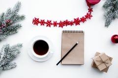 Las metas por Año Nuevo en espacio en blanco abren la opinión superior del cuaderno Foto de archivo