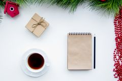 Las metas por Año Nuevo en espacio en blanco abren la opinión superior del cuaderno Imagen de archivo