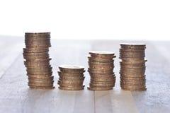 Las monedas apilan en fila Foto de archivo libre de regalías