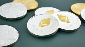 Las monedas de BitCoin BTC, de Ethereum ETH y de Litecoin LTC son giran almacen de video