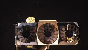 Las monedas de la cámara lenta que pertenecen al sistema de pago caen en refrigeradores almacen de metraje de vídeo