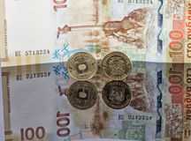 Las monedas y los billetes de banco conmemorativos publicaron por el banco de Rusia Fotos de archivo libres de regalías