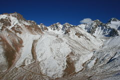 Las montañas acercan a Chimbulak Almaty Kazakhstan Foto de archivo