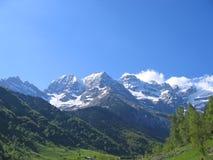 Las montañas alrededor del circo de Gavarnie Foto de archivo