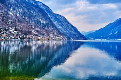 Las montañas alrededor del lago Hallstattersee, Salzkammergut, Austria fotografía de archivo libre de regalías