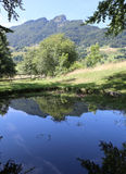 las montañas con el SPITZ llamado superior montan con la reflexión de imágenes de archivo libres de regalías