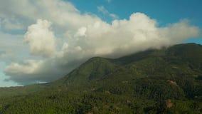 Las monta?as cubrieron las nubes, Filipinas, Camiguin metrajes