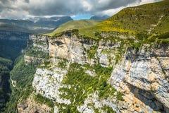 Las montañas de los Pirineos ajardinan - el barranco de Anisclo en verano Huesca, Fotos de archivo libres de regalías
