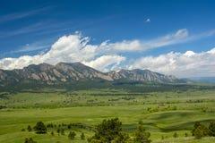 Las montañas de las planchas en Boulder, Colorado en Sunny Day foto de archivo