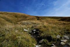Las montañas de Toscana, paraíso son siguientes Imagen de archivo libre de regalías