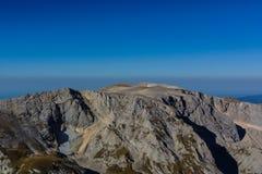Las montañas del Cáucaso son un sistema de montaña en Asia del oeste entre el Mar Negro y el mar Caspio en la región del Cáucaso Foto de archivo libre de regalías