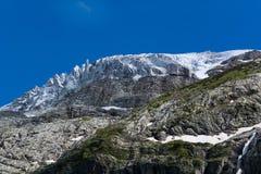 Las montañas del Cáucaso son un sistema de montaña en Asia del oeste entre el Mar Negro y el mar Caspio en la región del Cáucaso Imagen de archivo libre de regalías