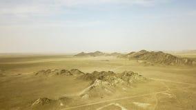 Las monta?as en el desierto son amarillas fotografía de archivo