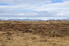 Las montañas en el distante Imagen de archivo libre de regalías
