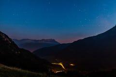 Las montañas en noche fotos de archivo libres de regalías