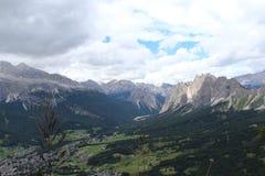 Las montañas enormes Imágenes de archivo libres de regalías