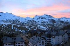 Las montañas Formigal, España Ski Resort - Formigal Puesta del sol Imágenes de archivo libres de regalías