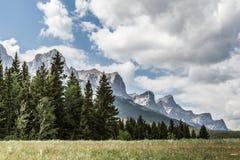 Las montañas rocosas en Canmore Imágenes de archivo libres de regalías