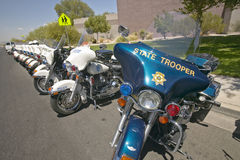 Las motocicletas sin tripulación de la policía parquearon delante del centro del Rec de la opinión del valle, Henderson, nanovolt Fotografía de archivo