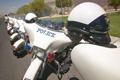 Las motocicletas sin tripulación de la policía parquearon delante del centro del Rec de la opinión del valle, Henderson, nanovolt Foto de archivo libre de regalías